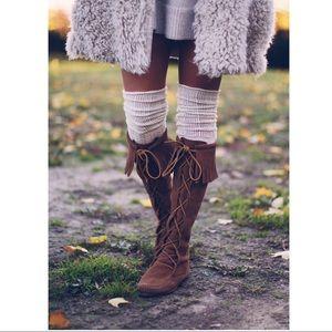Minnetonka Lace up Suede Tall fringe boot boho 9